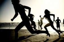 Girls_running_on_the_beach