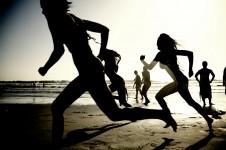 Girls_running_on_the_beach